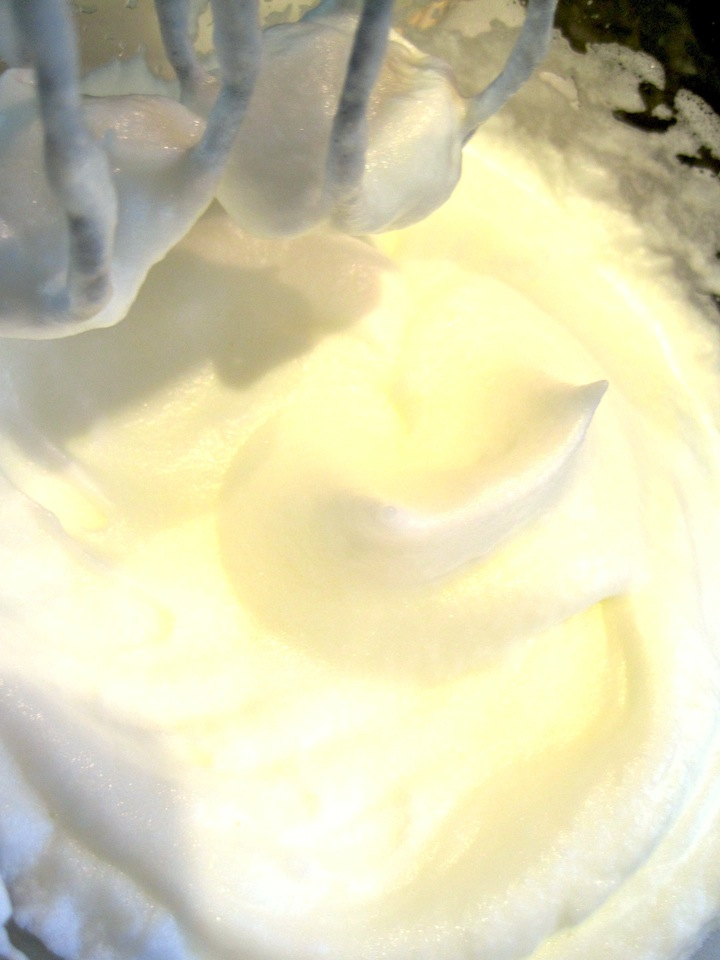 whipped egg whites with vanilla bean