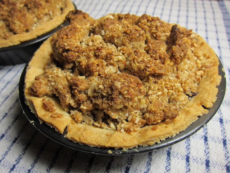Mini Blueberry Pies with Crumb Topping