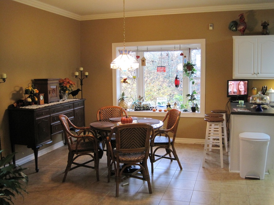 Kitchen before - eating area