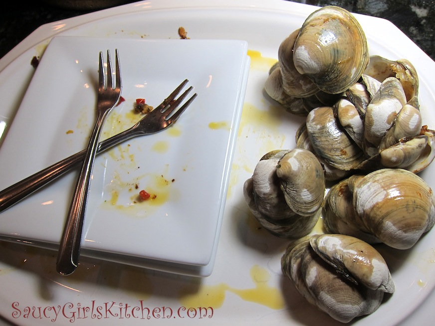 Empty plate with clam shells