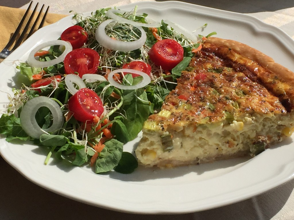 Quiche with corn red bell pepper great food its really not quiche and salad forumfinder Image collections